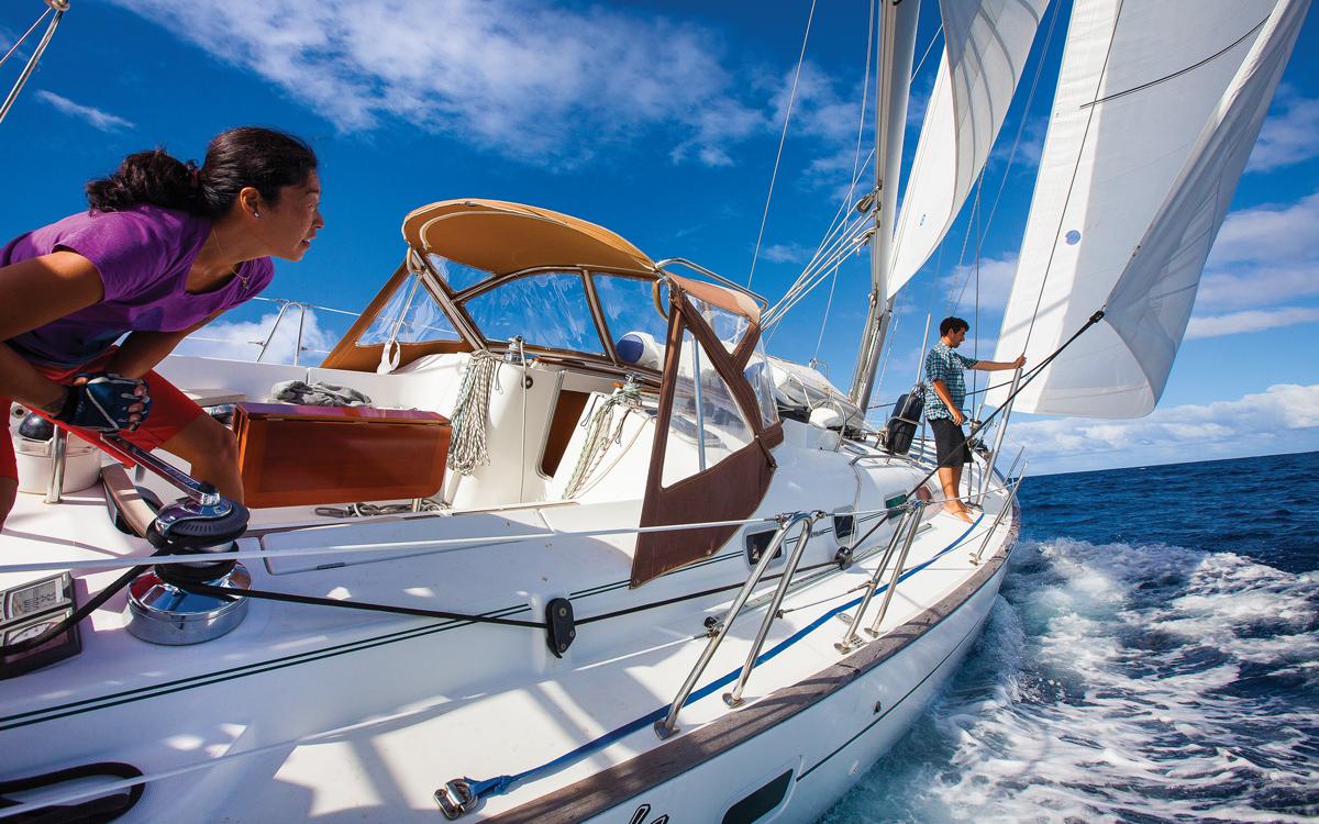 boat-hitchhiking-crew-couple-credit-Tor-Johnson
