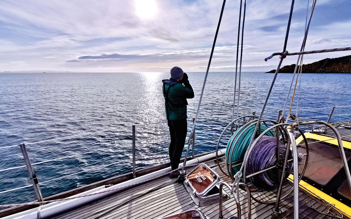 sailing-antarctica-nick-moloney-Ocean-Tramp-ketch-mooring-lines