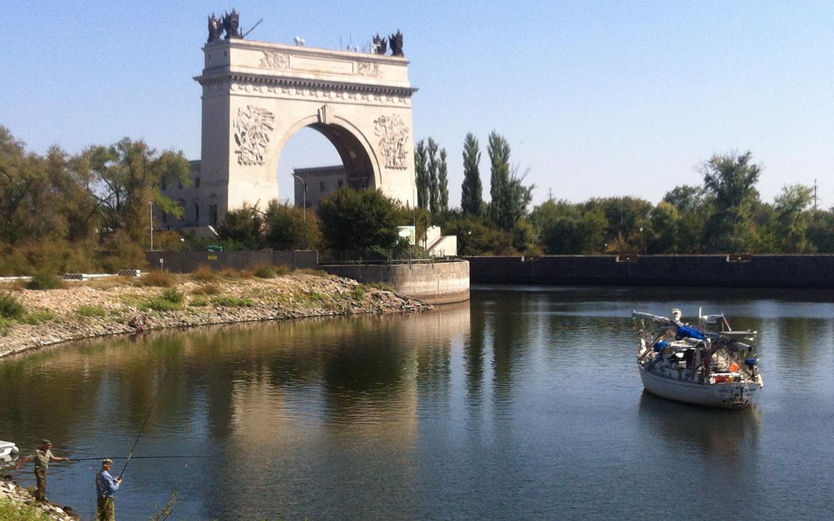 sailing-through-russia-canal-lock-entrance
