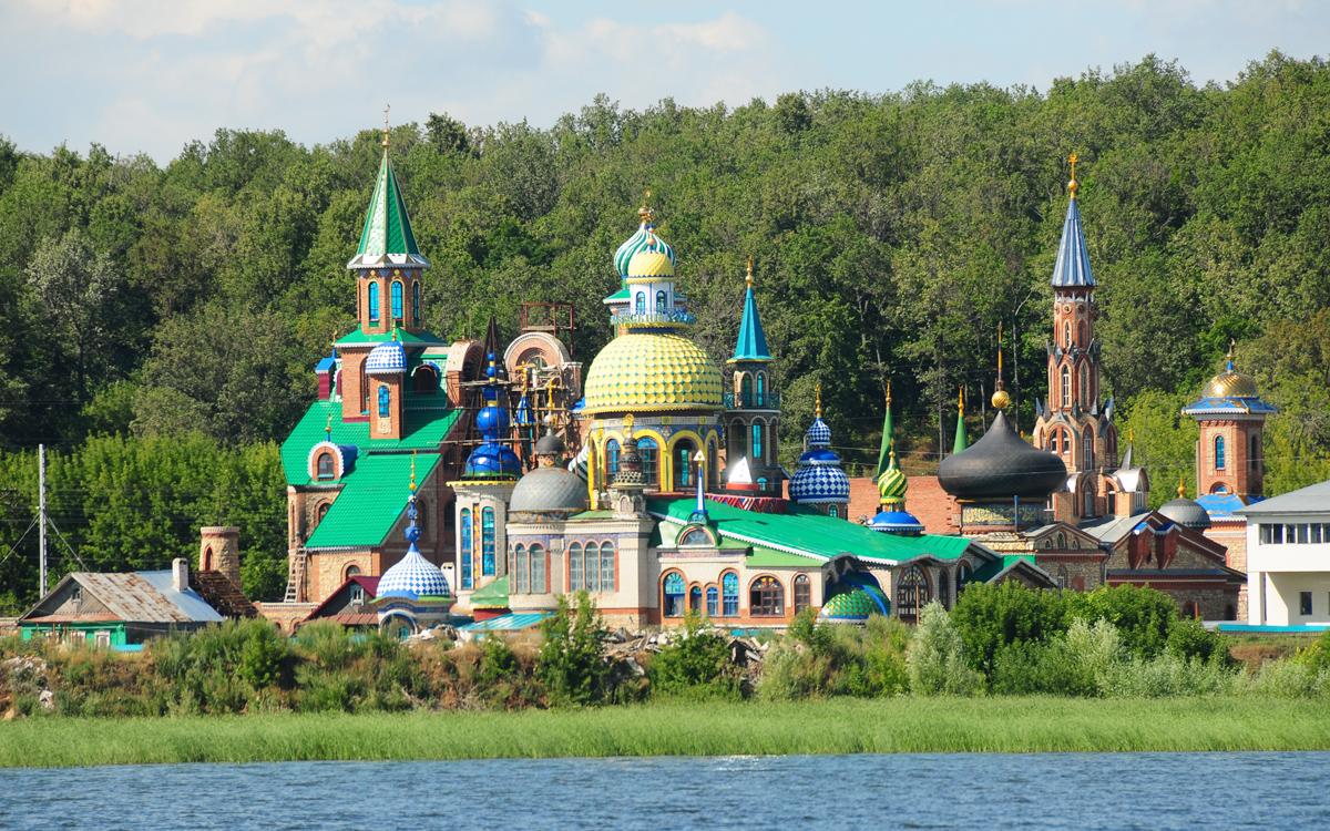 sailing-through-russia-river-volga-cathedral