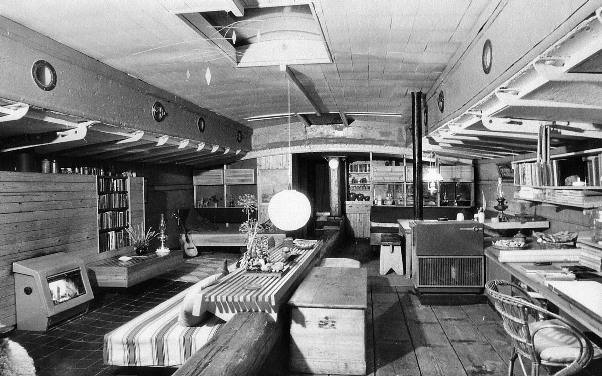 1960s-sailing-barge-houseboat-sweden-cruising-adventure-sailing-barge-venta-interior