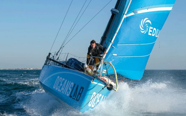 hydrogen-fuel-cells-yachts-class-40-oceanslab-bow-view-credit-Olivier-Blanchet