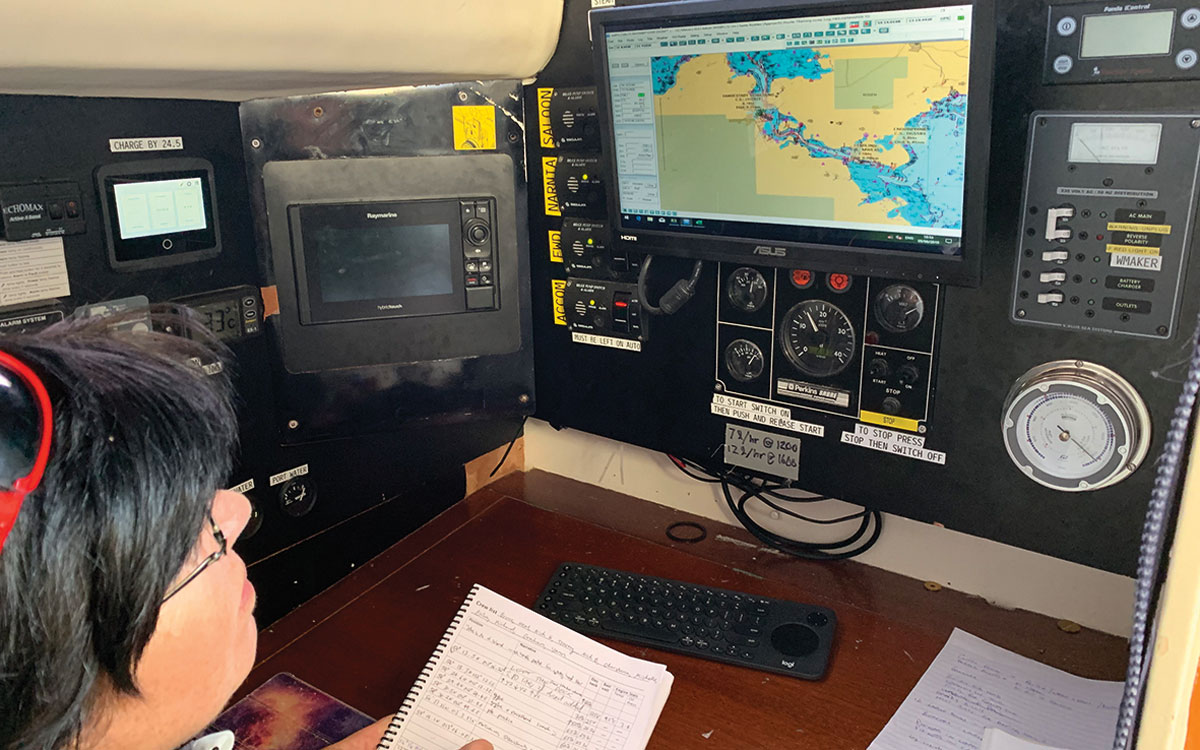 paper-charts-navigation-briefing-electronic-charts