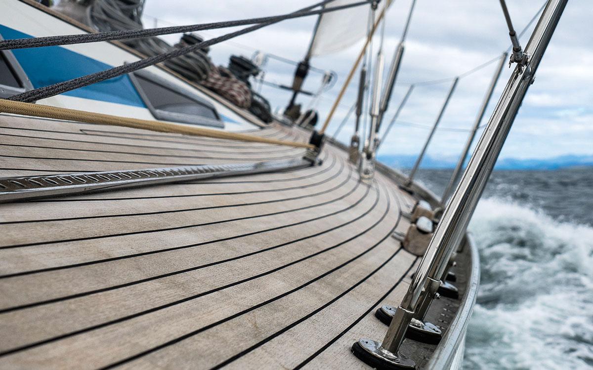 swan-65-evrika-2023-ocean-globe-race-side-deck-credit-Sophie-Dingwall
