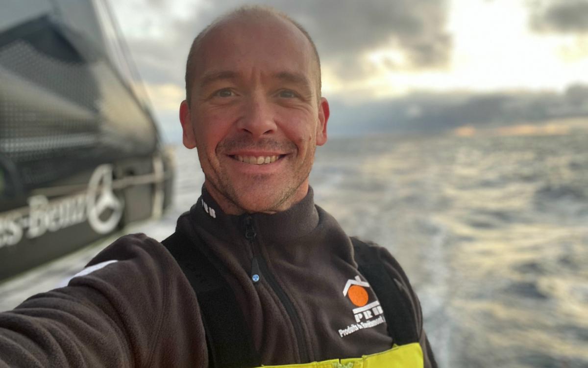 vendee-globe-rescue-2020-kevin-escoffier-plb-selfie