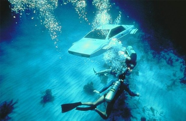 James Bond boat