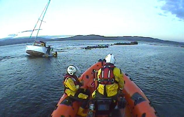 Yacht aground near Helensburgh