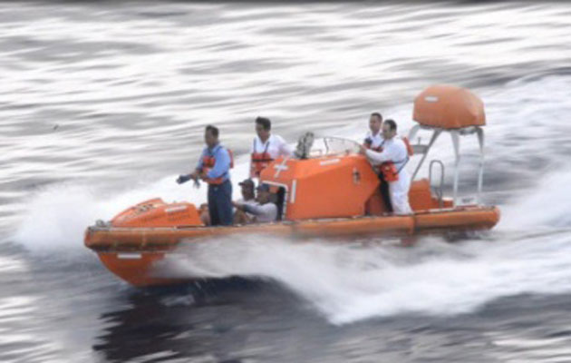 Strande sailors rescued