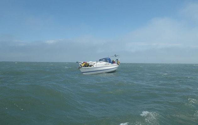 Dismasted yacht