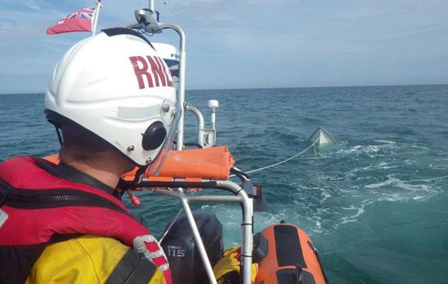 Sinking speed boat