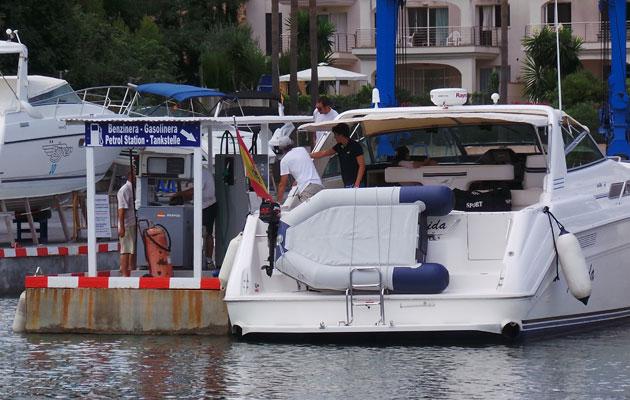 Boat refuelling