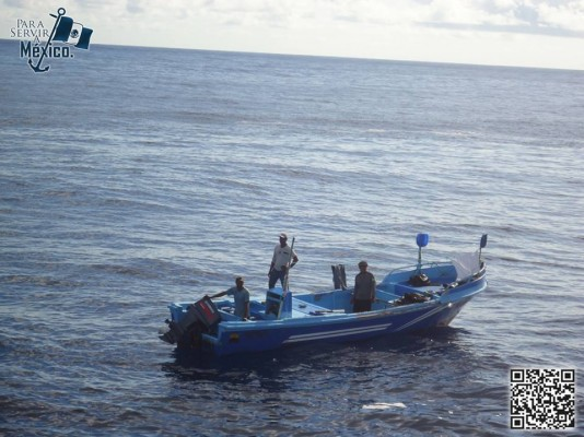 Mexican navy rescues fishermen rescued after a month at sea