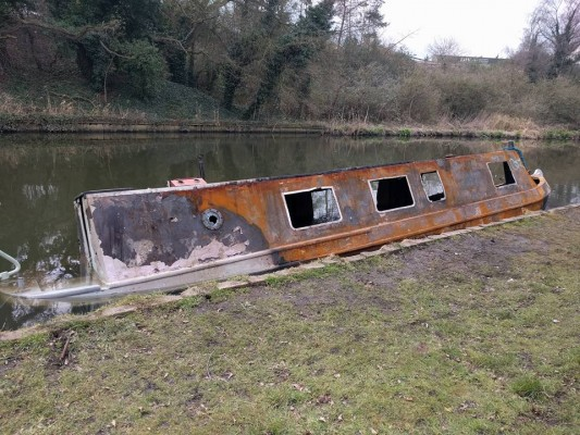 Narrow Boat Owner Who Lost Everything In Fire Gets Helping