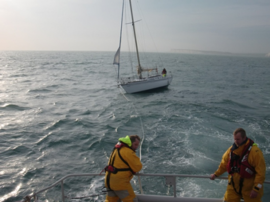 Yacht with engine failure towed by Eastbourne RNLI