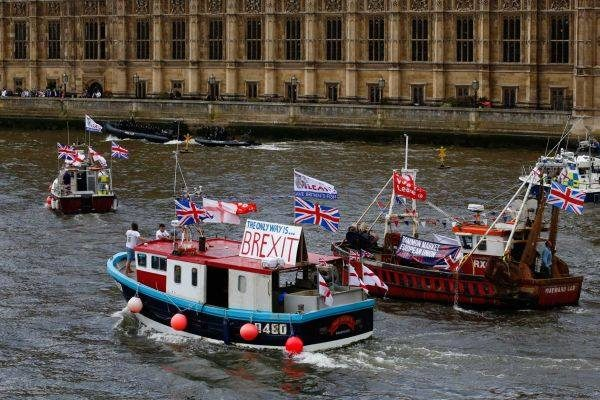 Brexit campaigners on the River Thames