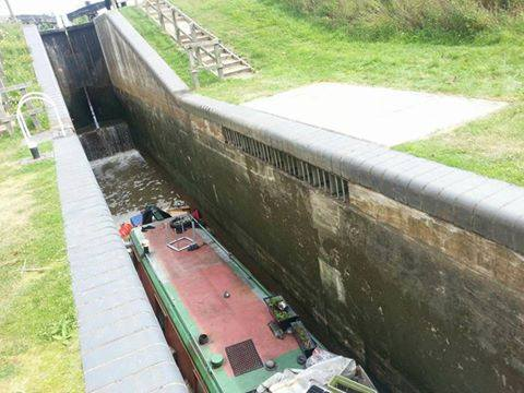 Man dies when narrowboat sinks at Droitwich Canal