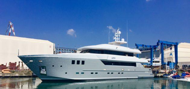35 metre OTAM SD35 superyacht Gipsy