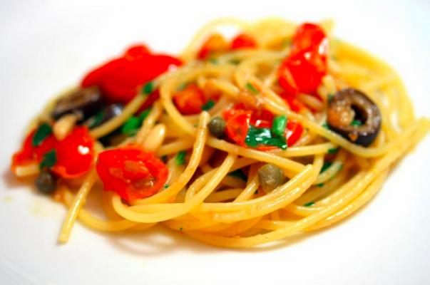 Recipes: spaghetti tuna, capers, olives, basil