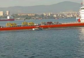 Rules of the Road, little vessels give way to cargo ships