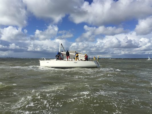 Dismasted yacht in the Solent rescued by GAFIRS