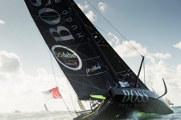 Alex Thomson back out in front in the 2016 Vendée Globe