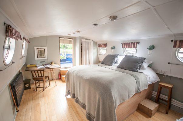 Palmer Boat Hotel bedroom