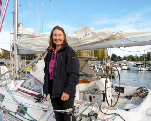 Dressed in a black jacket, the oldest woman to circumnavigate, Jeanne Socrates