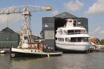 Owner watches Hakvoort Shipyard launch new luxury yacht