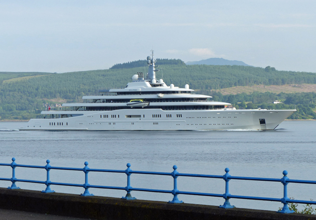 Superyacht abramovich  Roman Abramovich's Eclipse arrives on the Clyde - SuperYacht World