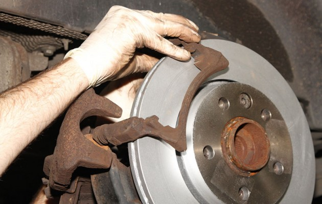 replace rear discs and pads on a T5