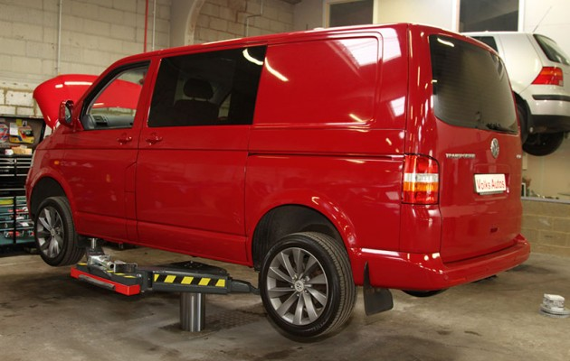 Replace the rear discs and pads on a T5