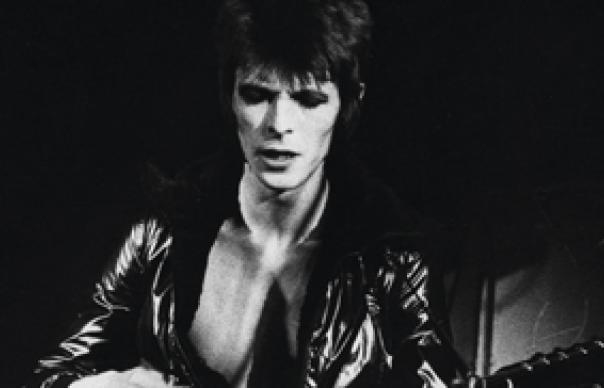 l'immense David Bowie est décédé après avoir publié son ultime chef-d'oeuvre, ★ (Blackstar)  Davidbowie240608w