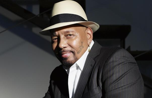 The 77-year old son of father (?) and mother(?), 180 cm tall Aaron Neville in 2018 photo