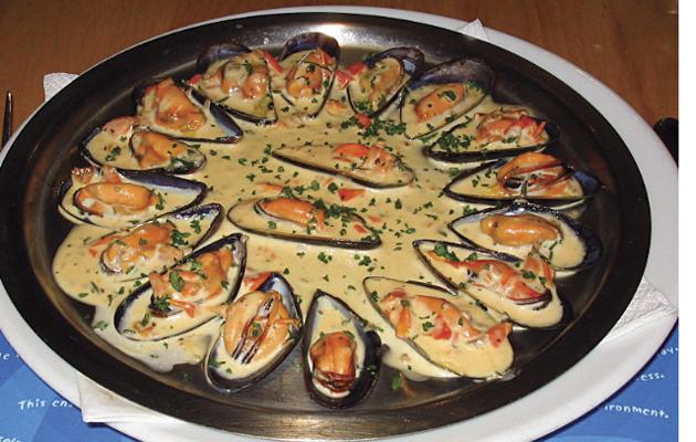 LIVING LARDER: Eat Mussels - The Field