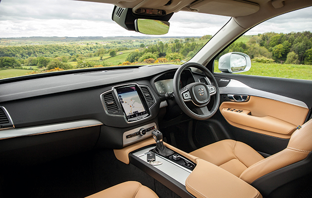 Volvo Xc90 D5 Momentum Majestic On Road The Field