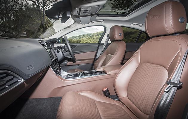 Jaguar Xe R Sport Stunning But Small The Field