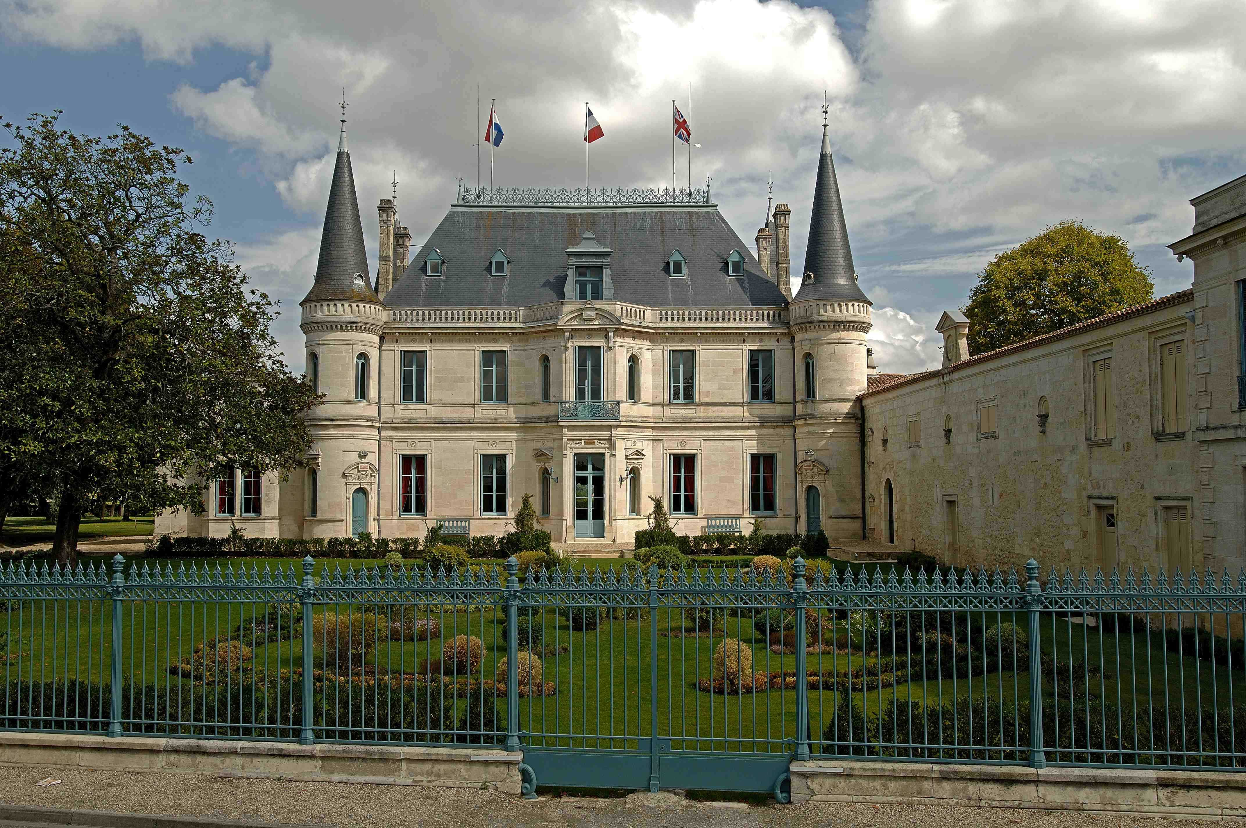Bordeaux wine theft ringleaders get four years in prison