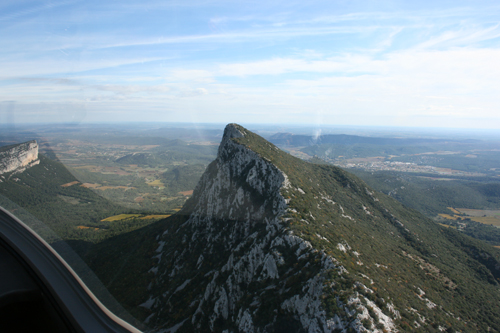 Pic St Loup from glider, Morties to right.jpg