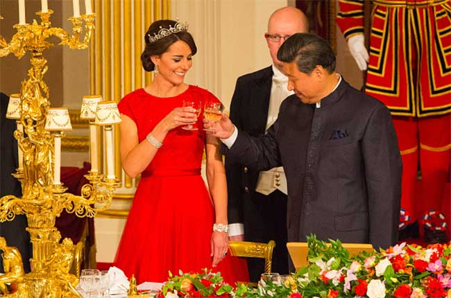 Xi Jingping shares a toast with Kate Middleton, the Duchess of Cambridge