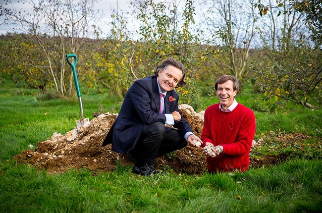 Pierre Emmanuel Taittinger (left) and Patrick McGrath MW examine the soil at their English vineyard site