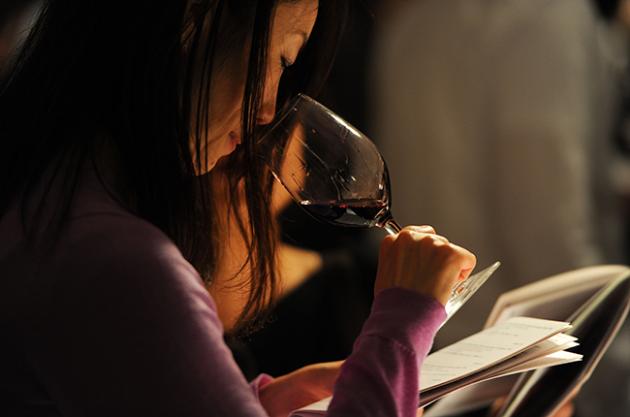 Wine tasting, dumb wine