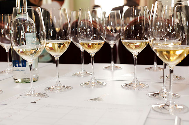 Volanic white wines, when to decant white wines, Decanter