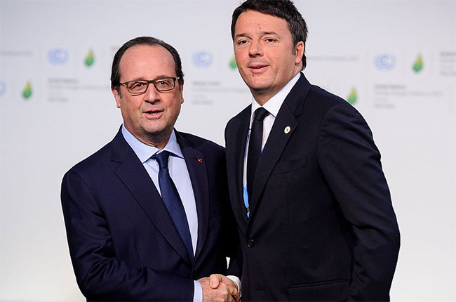 Matteo Renzi (right) and Francois Hollande in Paris in 2015.