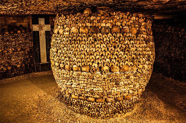 paris catacombs, wine theft