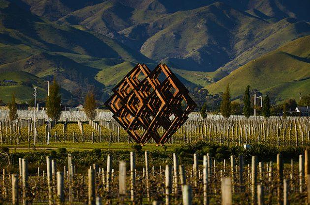 dror sculpture, wine, new zealand