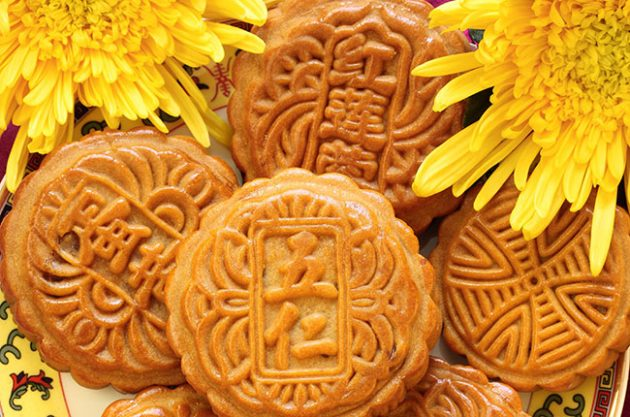 mooncakes and wine, mid-autumn festival