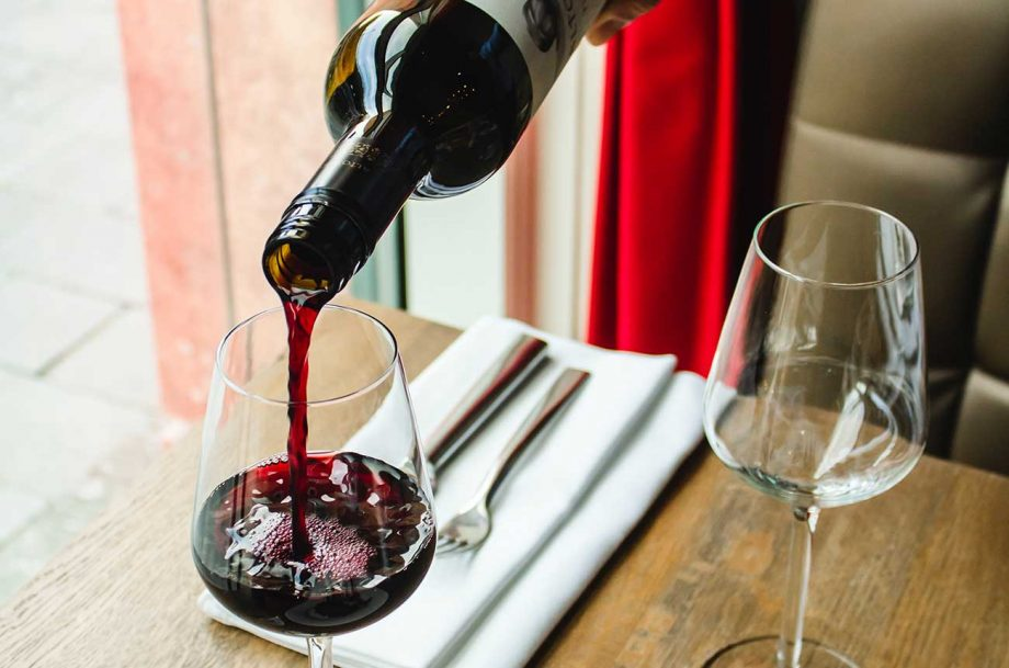 what is a sommelier