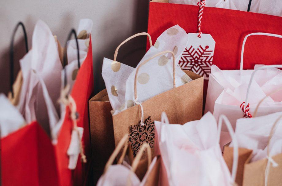 Black Friday Christmas gin, Christmas presents wrapping