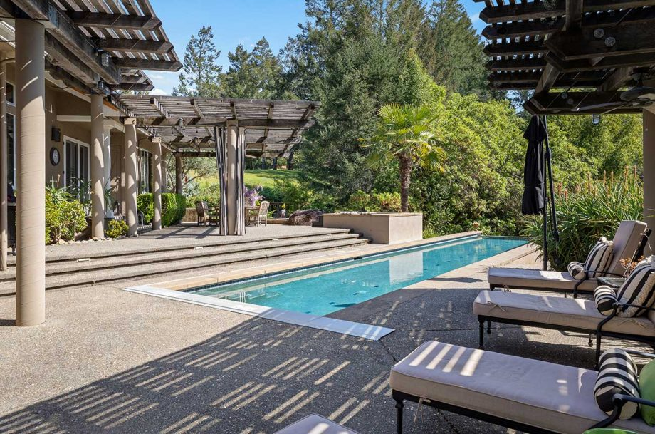 Hobby vineyard estate near to Healdsburg, listed by Sotheby's International Realty.