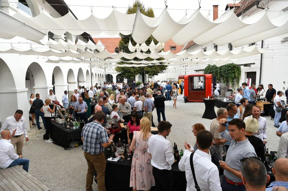 Attendees at the 7th annual Salon of Decanter Award Winners